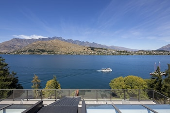 Picture Of Luxury Lake Suites In Queenstown