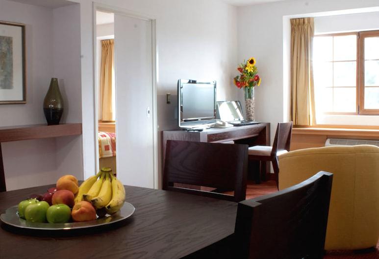Hotel Intercity 100, Zapopan, Phòng Suite Tiêu chuẩn, 2 giường cỡ queen, Ăn uống tại phòng