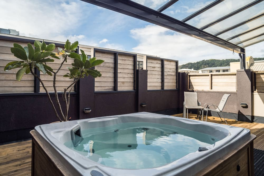 King Studio with Balcony, Spa Pool, and Ensuite - Guest Room