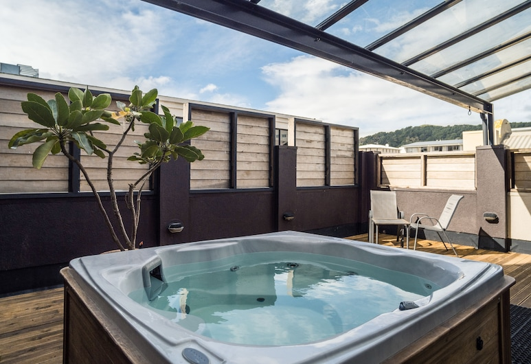 U Boutique Hotel Wellington, Wellington,  King Studio with Balcony, Spa Pool, and Ensuite, Guest Room