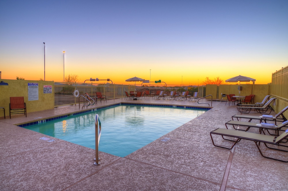 Holiday Inn Express Hotel Suites Phoenix North Scottsdale Outdoor Pool