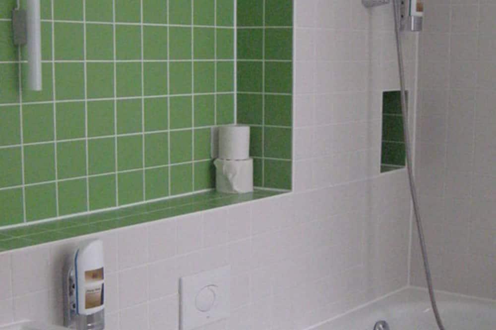 Kamar Double atau Twin Standar (private bathroom on floor) - Kamar mandi