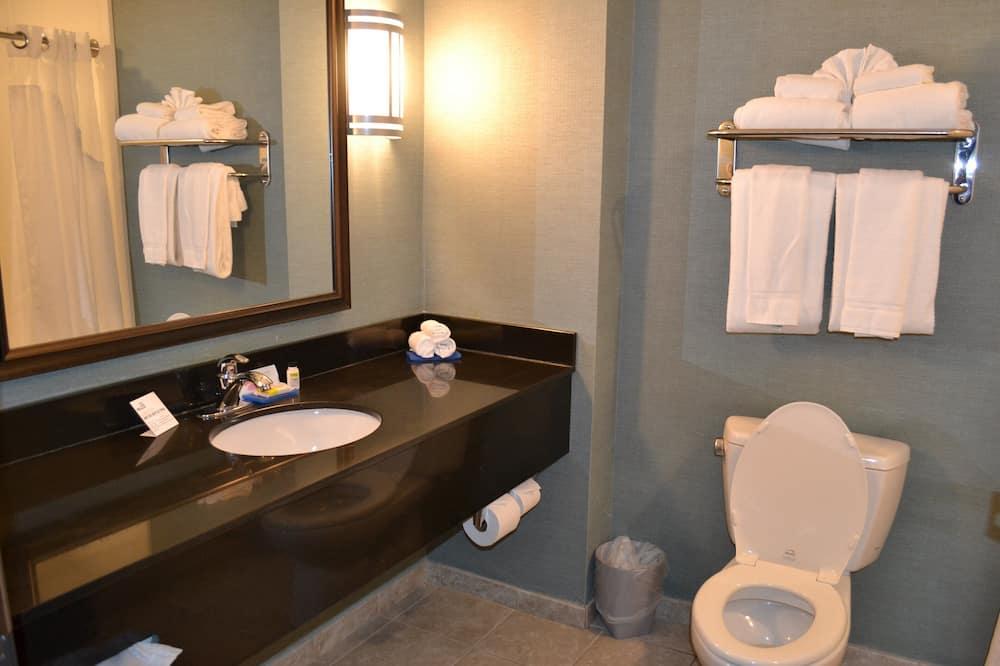 Suite, 1 Tempat Tidur King dengan tempat tidur Sofa, akses difabel (Comm) - Kamar mandi