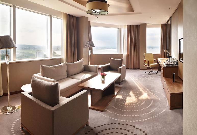 FLEUVE CONGO HOTEL BY BLAZON HOTELS, Kinshasa, Fleuve Junior Suite, Living Area