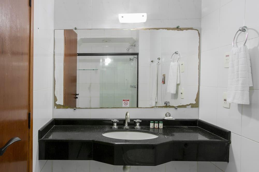 Driepersoonskamer, 3 eenpersoonsbedden - Badkamer