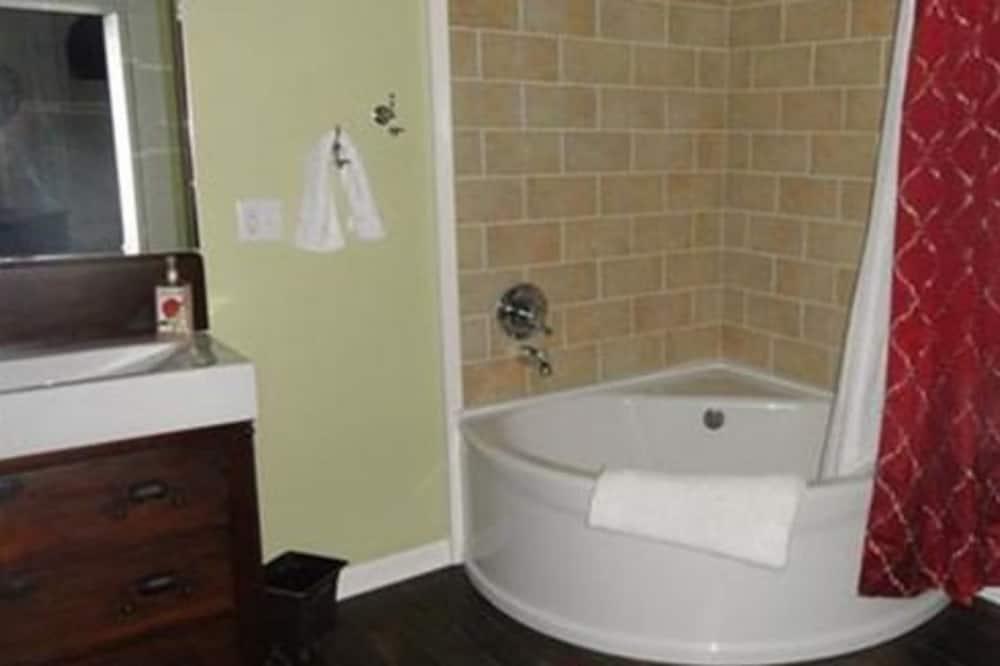 Room (Dr.Baert Suite) - Bathroom