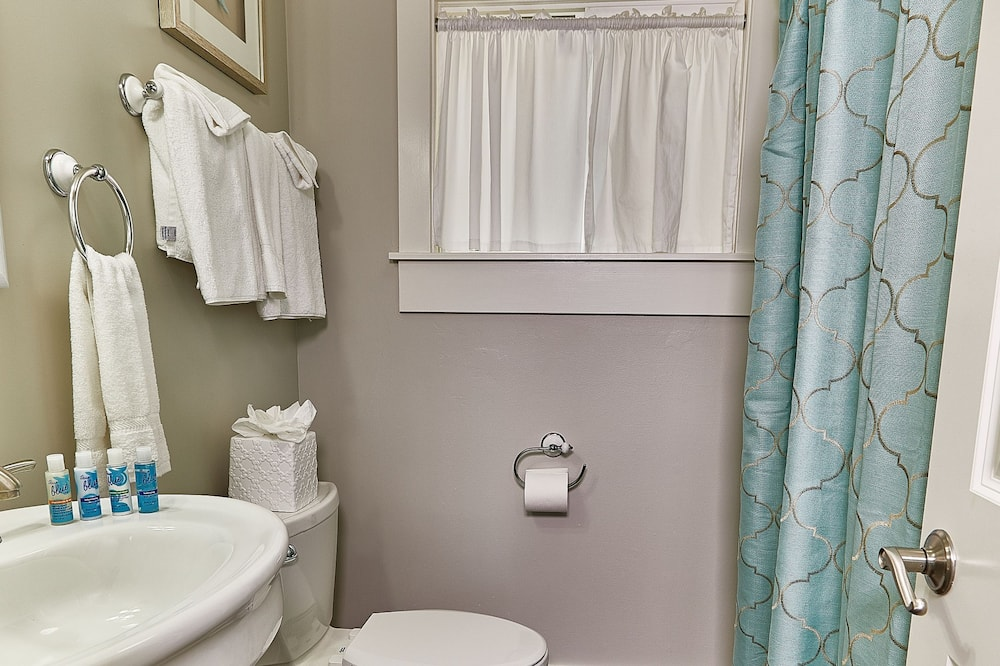 Luxury Suite, 1 Bedroom - Bathroom