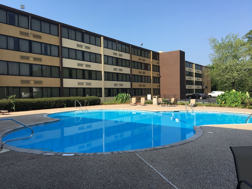 Clarion Hotel Airport Conference Center Charlotte Outdoor Pool