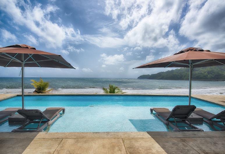 Pagua Bay House Oceanfront Cabanas, Marigot