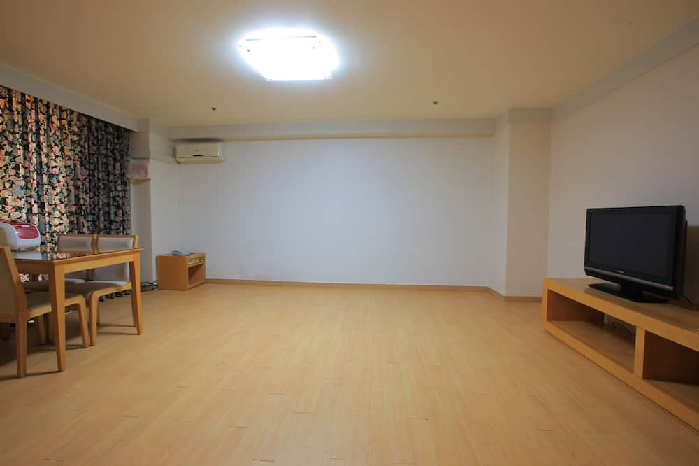 [Ski Package] Tower Condo Ondol (Ski lift pass and rental coupon for 2) - Living Area