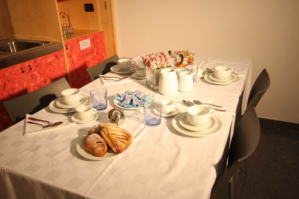 Студия (residence) - Обед в номере