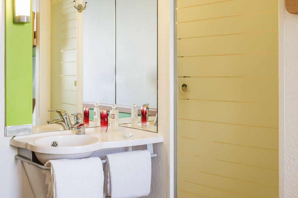Twin Room, 2 Twin Beds - Bathroom