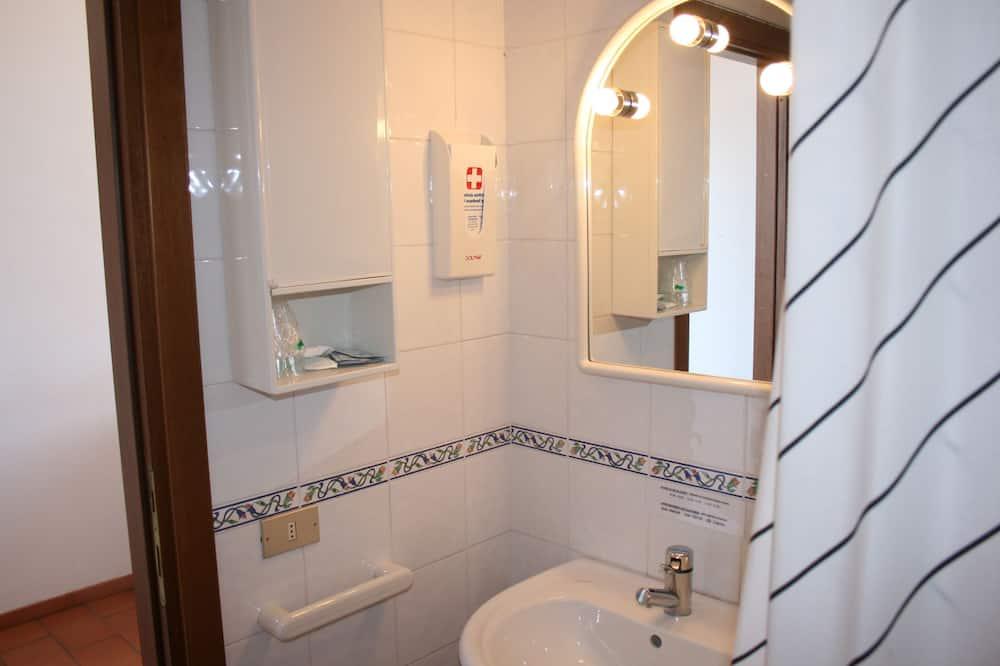 Standard Double Room Single Use, 1 Double Bed - Bathroom