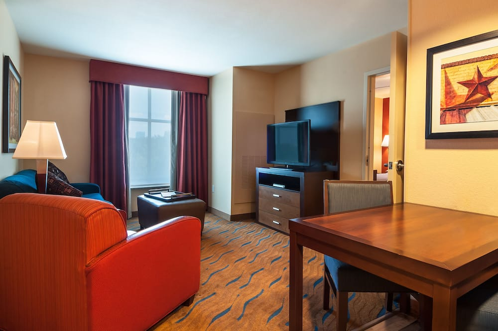 Suite, 1 King Bed, Accessible, Bathtub - Living Area