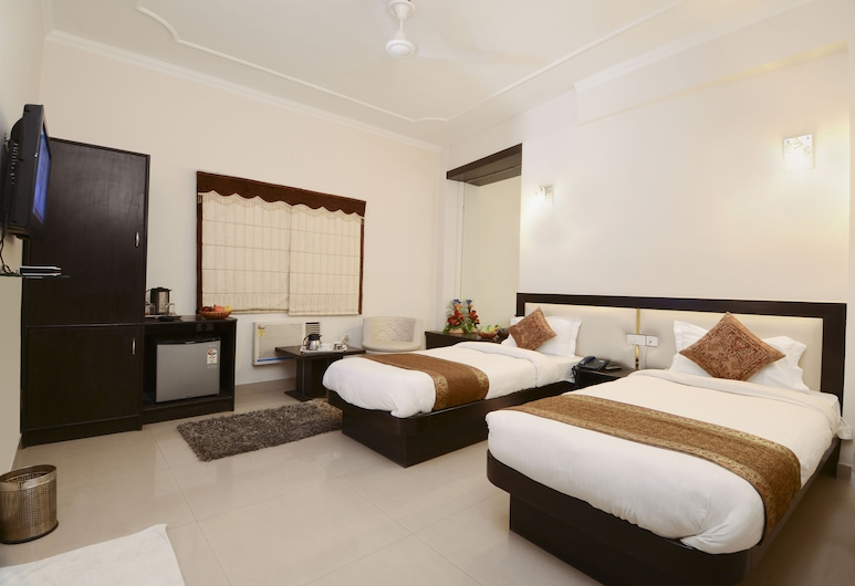 Hotel Maniram Palace, Agra, Deluxe Room, Guest Room