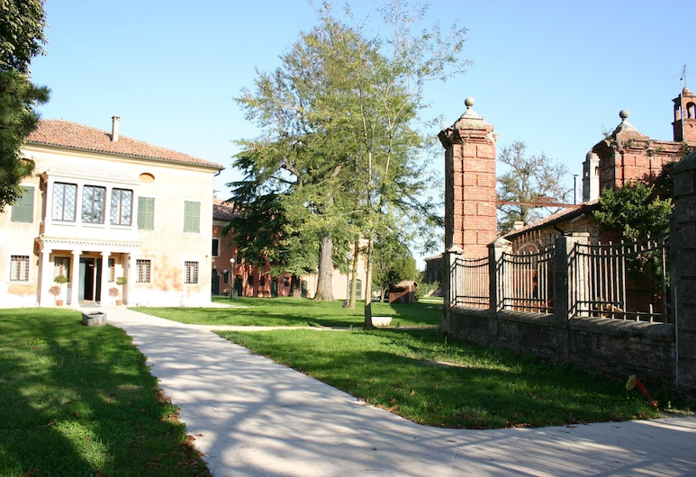 Hotel La Corte, Correzzola, Hotel Entrance