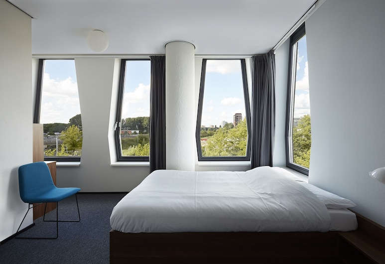 The Student Hotel Amsterdam West, Amsterdam, Executive-Zimmer, 1 Doppelbett, Zimmer