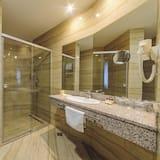Dvivietis kambarys (1 asmeniui) su patogumais, vaizdas į upę - Vonios kambarys