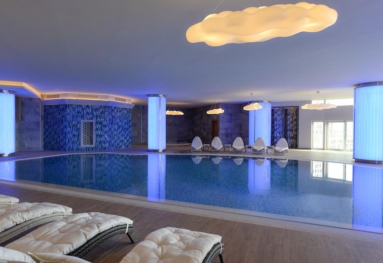 Wyndham Grand Istanbul Europe, Istanbul, Pool