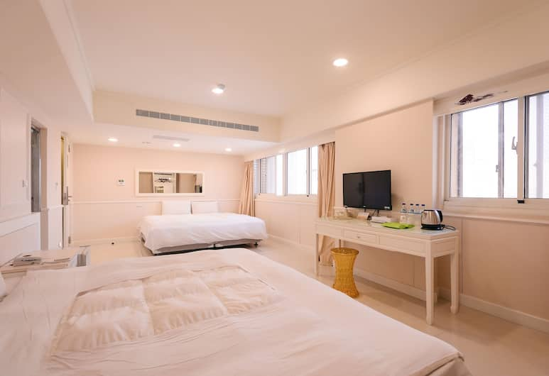 Kiwi Express Hotel-Taichung Station Branch 1, Taichung, Superior Quadruple Room, Guest Room