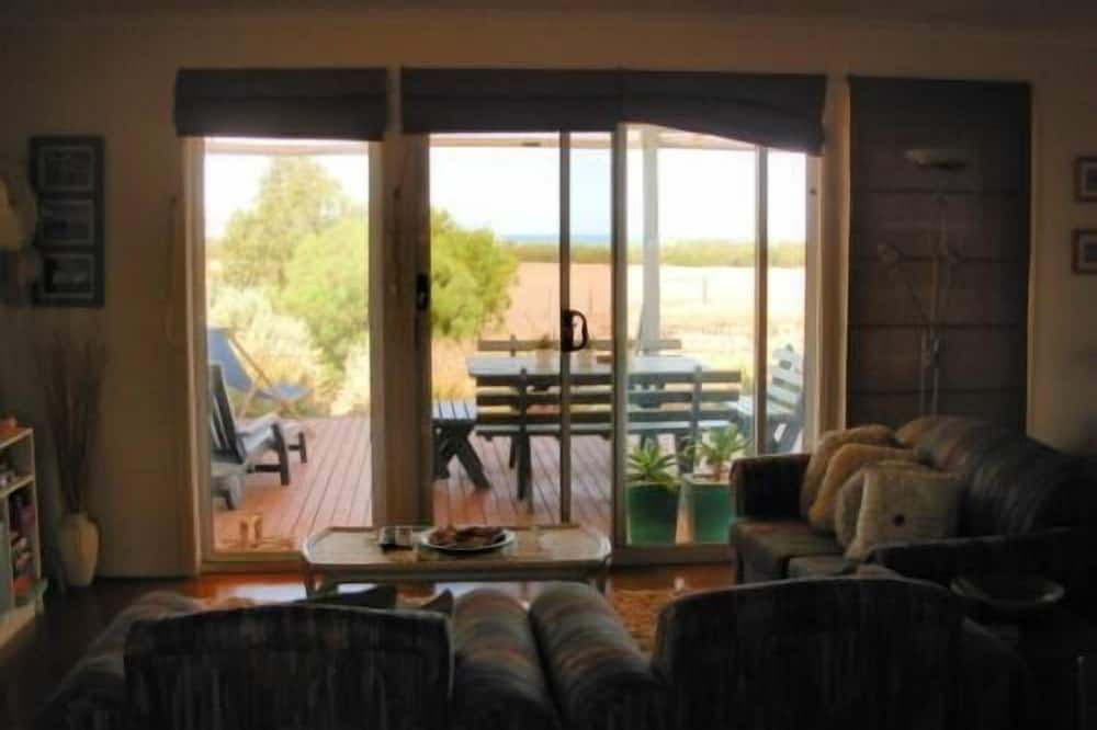 Frangipani Cottage - Living Area