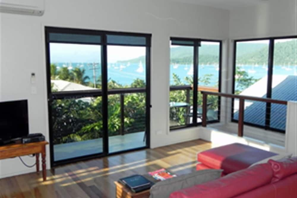 Paradise House - Living Room