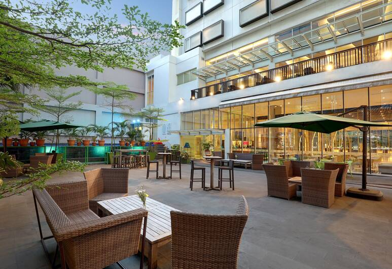 ibis Styles Jakarta Gajah Mada Hotel, Jakarta, Courtyard
