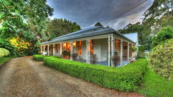 Picture of House of Laurels in Balmoral Ridge