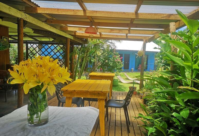Hostal Pukao, Hanga Roa, Porch