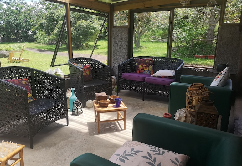 Hostal Pukao, Hanga Roa, Basic Triple Room, Private Bathroom, Living Area