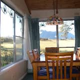 Two Bedroom Cottage - In-Room Dining