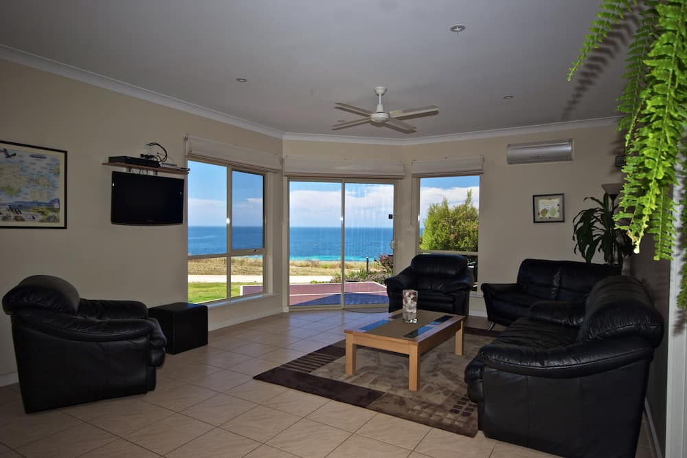 Apartment, 3 Bedrooms, Sea View (Searenity) - Living Area