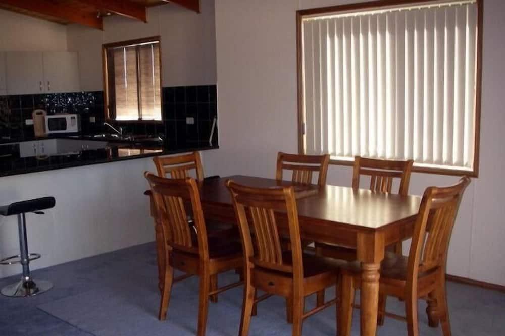 Casa de campo (Real McCoy) - Servicio de comidas en la habitación