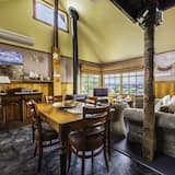 Standard Apart Daire, 2 Yatak Odası (The Pines Seaview Cottage) - Oturma Alanı