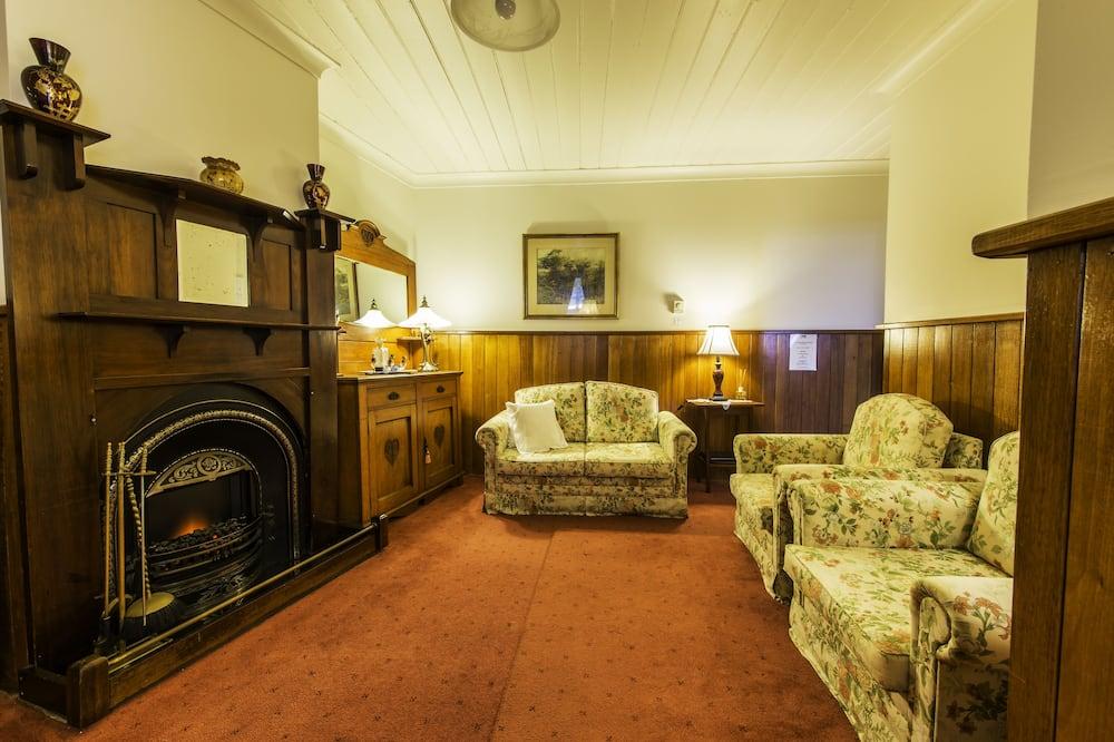 Kır Evi (Tourchwood) - Oturma Odası