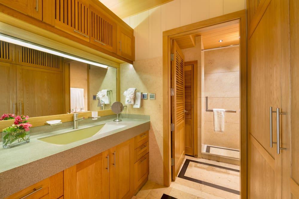 1 Bedroom Suite with Butler Service - Bathroom