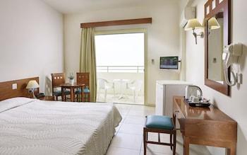 A(z) Iris Beach Hotel hotel fényképe itt: Protaras