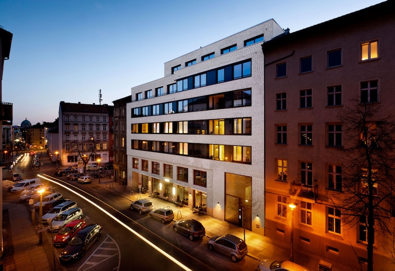 The Circus Apartments, Berlin, Front of property - evening