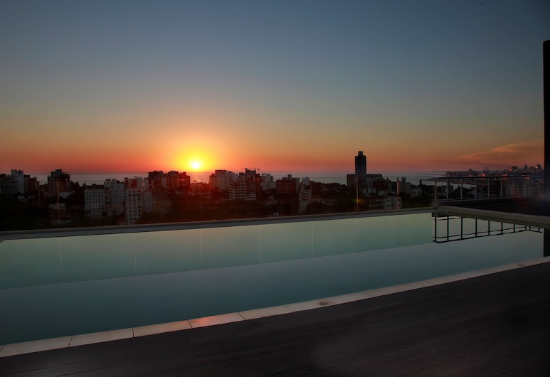 Dazzler by Wyndham Montevideo, Montevideo, Pool