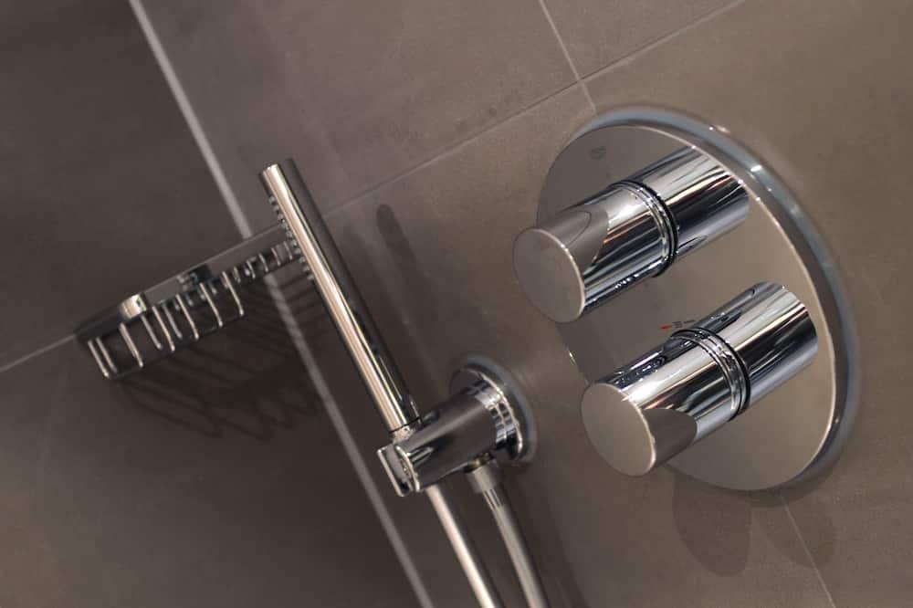 Comfort Twin Room, 2 Twin Beds - Bathroom Shower