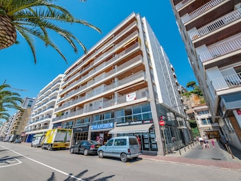 תמונה של Apartaments AR Borodin בLloret de Mar