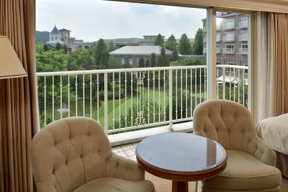 Luxury Quadruple Room, Smoking, Garden View - Living Area