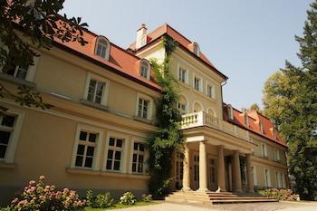 Dobczyce — zdjęcie hotelu Dwór Sieraków