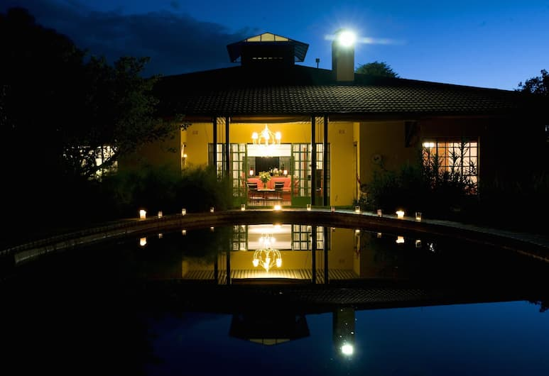 Jacana Gardens Guest Lodge, Harare, Hotel Front – Evening/Night