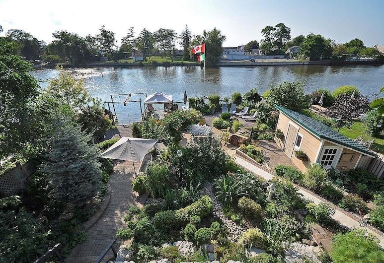 Riverfront Villa, Pantai Wasaga, Taman