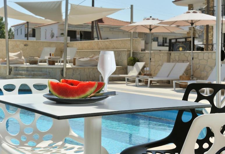 Hotel Aristotelis, Κασσάνδρα, Μπαρ δίπλα στην πισίνα