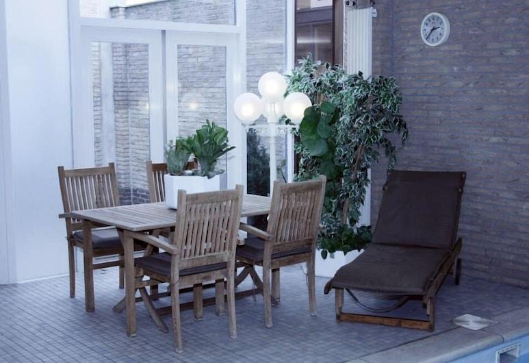 โฮเทล รอยัล, Sas van Gent, ลานระเบียง/นอกชาน