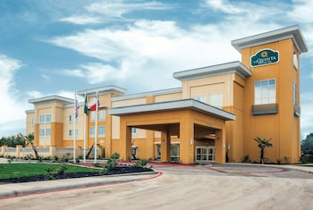 Picture of La Quinta Inn & Suites by Wyndham Cotulla in Cotulla