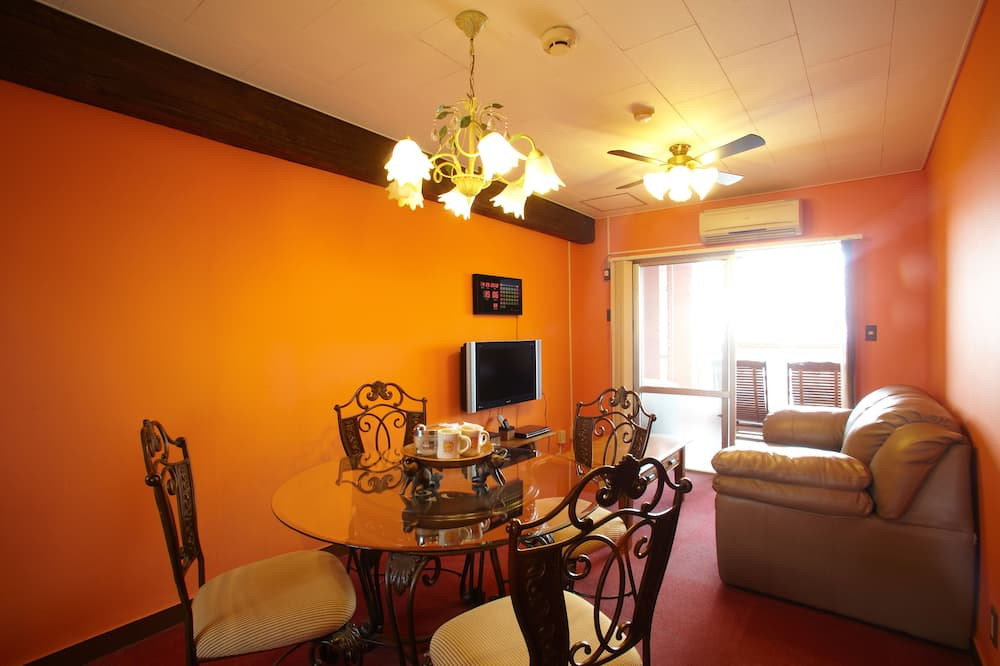 Condo, Smoking (Elegant, Cleaning Every Other Day) - Ruang Tamu
