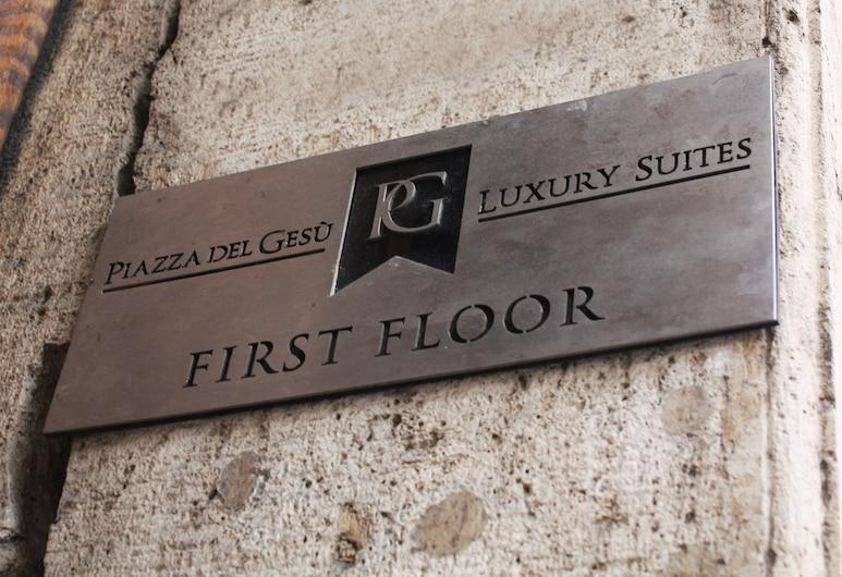 Piazza del Gesù Luxury Suites, Rom, Pintu Masuk Hotel